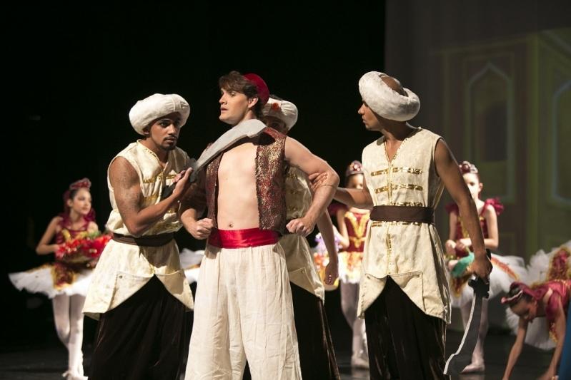 Escola de Dança Contemporânea Masculina Água Espraiada - Dança Contemporânea Moderna