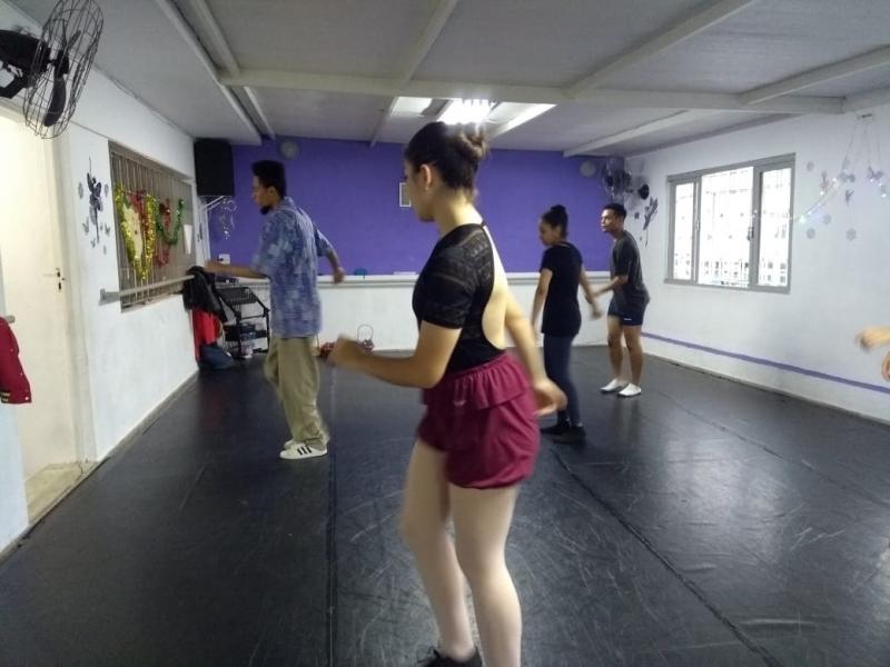 Onde Fazer Aula de Hip Hop para Iniciantes Água Espraiada - Aula de Dança Hip Hop Iniciantes